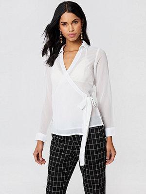 NA-KD Wrap Over Chiffon Shirt - Blusar