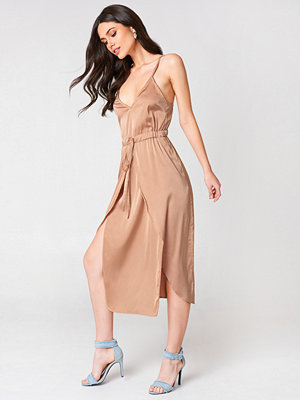 Linn Ahlborg x NA-KD Satin Look Midi Dress - Midiklänningar