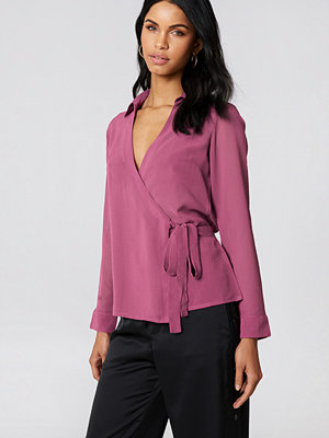 NA-KD Wrap Over Chiffon Shirt lila