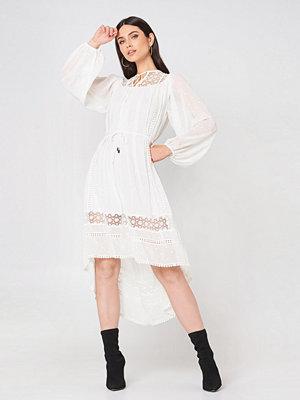 Glamorous Embroidered Tie Waist Dress - Midiklänningar