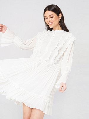 Glamorous Ruffle Detail Buttoned Dress vit
