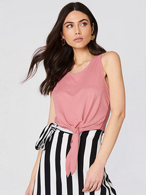 NA-KD Knot Front Cropped Top rosa