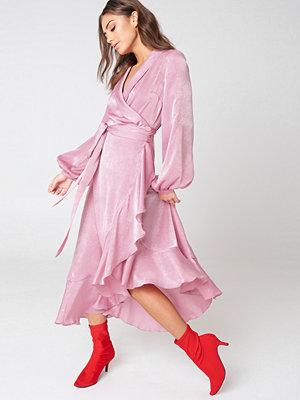 NA-KD Party Wrap Over Satin Frill Dress - Långklänningar