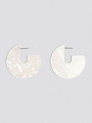 NA-KD Accessories smycke Open Hoop Resin Earrings