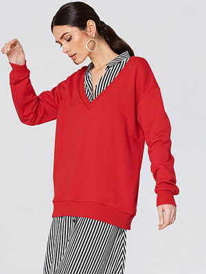NA-KD Basic V-neck Basic Sweater röd