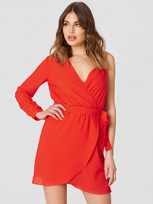 Trendyol Single Arm Belted Dress röd