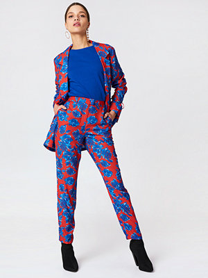 NA-KD mönstrade byxor Shiny Suit Pants multicolor