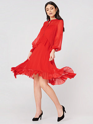 NA-KD Trend Side Dipp Frill Dress