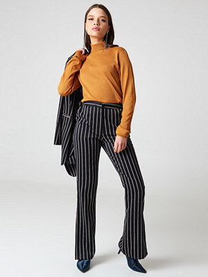 NA-KD Trend randiga byxor Side Slit Suit Pants