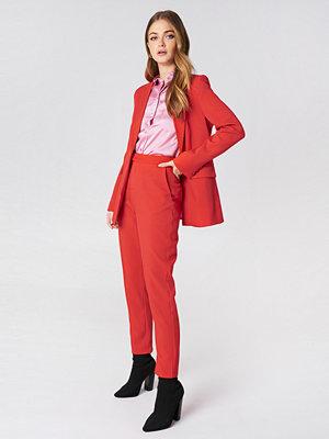 NA-KD Classic röda byxor Straight Suit Pants röd