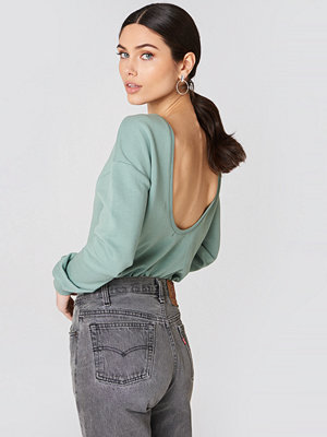 NA-KD Basic Deep Back Sweater grön