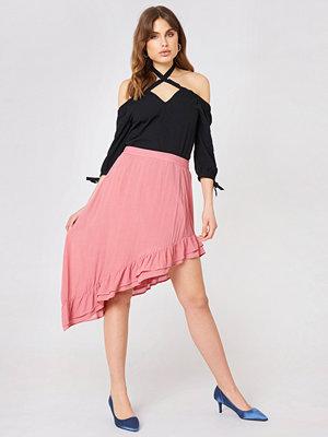 Debiflue x NA-KD Side Slit Flounce Skirt