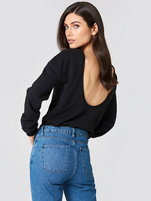 NA-KD Basic Deep Back Sweater svart