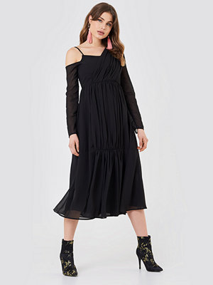NA-KD Boho Wrap Top Asymmetric Dress svart