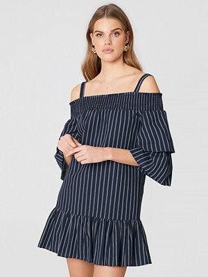English Factory Off Shoulder Smocked Dress - Miniklänningar