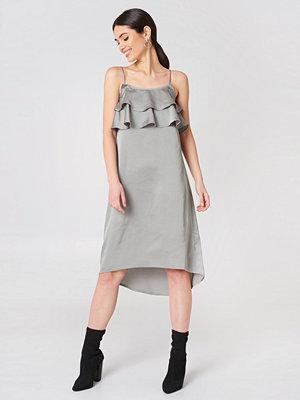 Rut & Circle Sofie Frill Dress - Midiklänningar