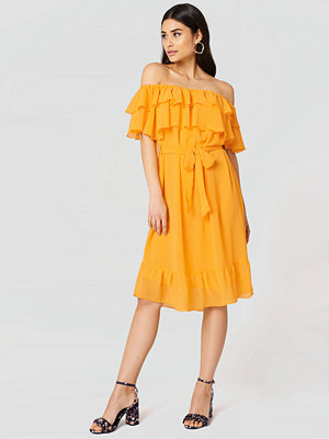 NA-KD Boho Off Shoulder Double Frill Dress