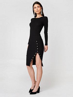 Rebecca Stella Ribbed Buttoned Slit Dress svart