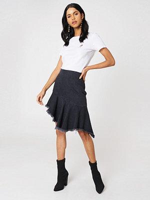 NA-KD Raw Hem Midi Denim Skirt svart
