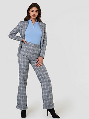 NA-KD Classic ljusgrå rutiga byxor Checkered Tapered Pants grå