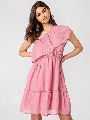 NA-KD Boho One Shoulder Flounce Dress