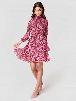 NA-KD Boho High Frill Neck Dress - Festklänningar