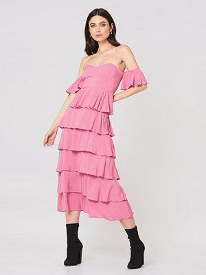 NA-KD Boho Off Shoulder Flounce Dress rosa