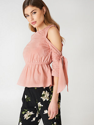 NA-KD Cut Out Knot Detail Top rosa