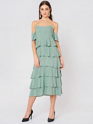 NA-KD Boho Off Shoulder Flounce Dress