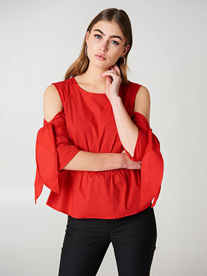 NA-KD Cut Out Knot Detail Top - Blusar