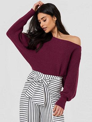 NA-KD Off Shoulder Knitted Sweater röd