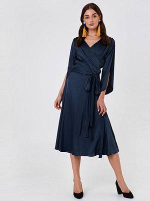 Rut & Circle Fab Wrap Long Dress