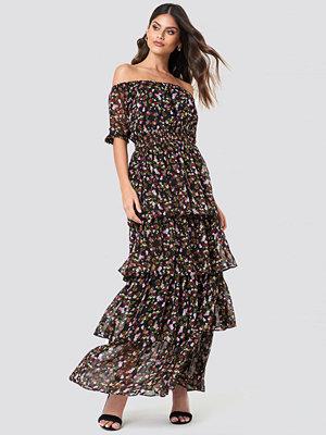 NA-KD Boho Tie Sleeve Off Shoulder Maxi Dress - Maxiklänningar