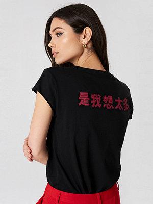 NA-KD Chinese Back Print Tee