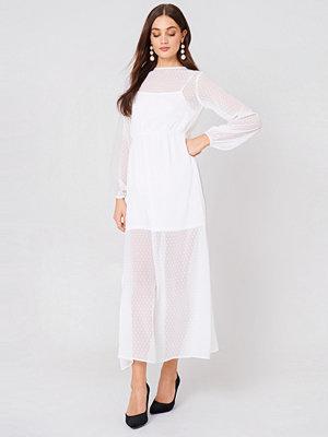 NA-KD Boho LS Dotted Chiffon Maxi Dress - Maxiklänningar