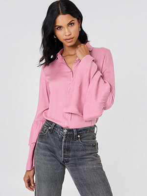 Josefin Ekström for NA-KD Ruffle Sleeve Shirt rosa