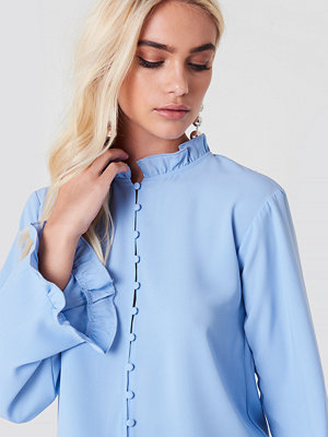 Andrea Hedenstedt x NA-KD Trumpet Sleeve Frill Blouse - Blusar