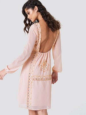 NA-KD Boho Open Back Embellished Dress - Midiklänningar