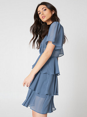 NA-KD Boho Triple Layer Flounce Dress - Korta klänningar