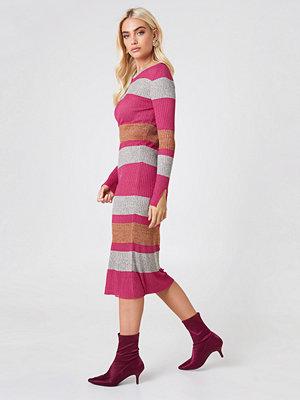 Trendyol Ribbed Bodycon Dress - Midiklänningar