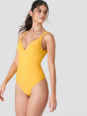 J&K Swim x NA-KD Deep Back Cup Swimsuit gul