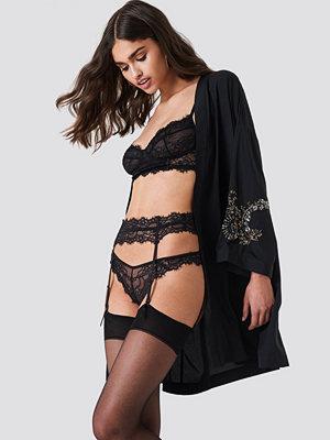 NA-KD Lingerie Romantic Lace Suspender - Trosor