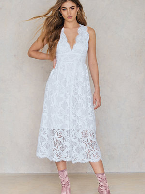 NA-KD Boho Deep V Midi Lace Dress vit