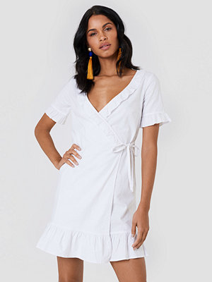 NA-KD Boho Wrap Over Frill Linen Look Dress