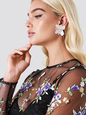 NA-KD Accessories Plastic Blossom Earstuds - Smycken