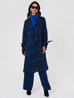 NA-KD Camo Trench Coat blå