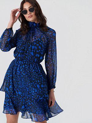 NA-KD Boho High Frill Neck Dress