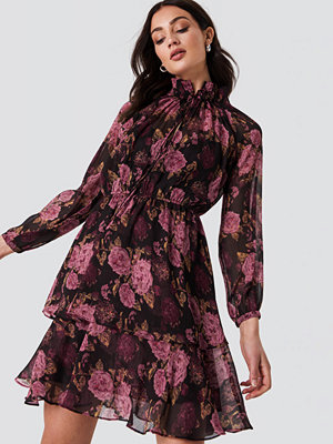 NA-KD Boho High Frill Neck Dress lila