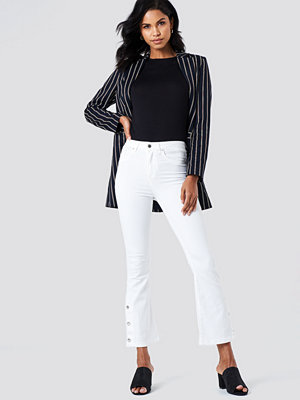 Trendyol Button Detailed Cropped Jeans