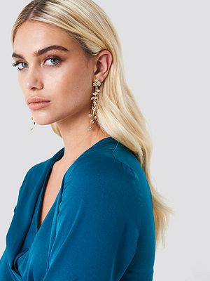 NA-KD Accessories Delicate Hanging Flower Earrings - Smycken